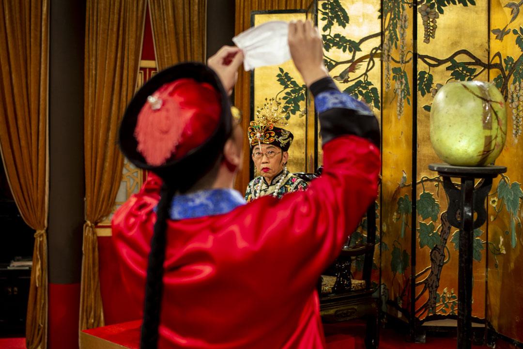 2020年3月13日,香港電台《頭條新聞》錄影廠,吳志森與曾志豪。 攝:林振東/端傳媒