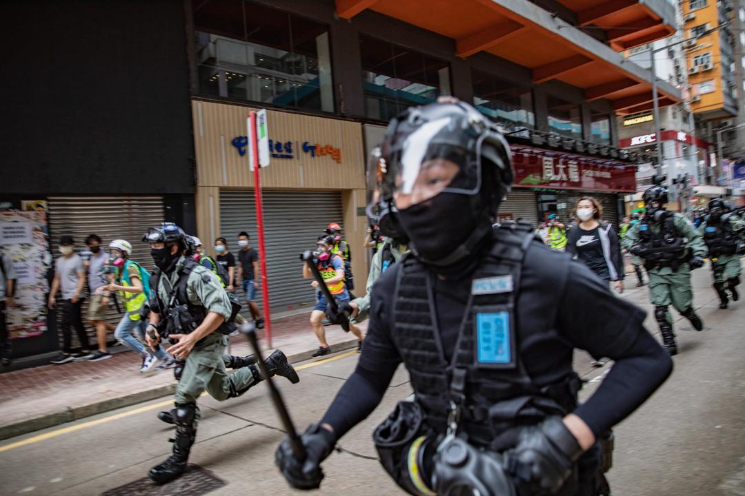 2020年5月24日,市民在香港島一帶發起反對國安法及國歌法遊行,防暴警驅散遊行人士。
