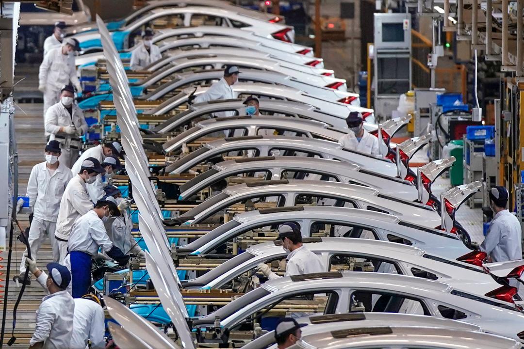 2020年4月8日,武漢一家汽車廠在城市解封後復工。