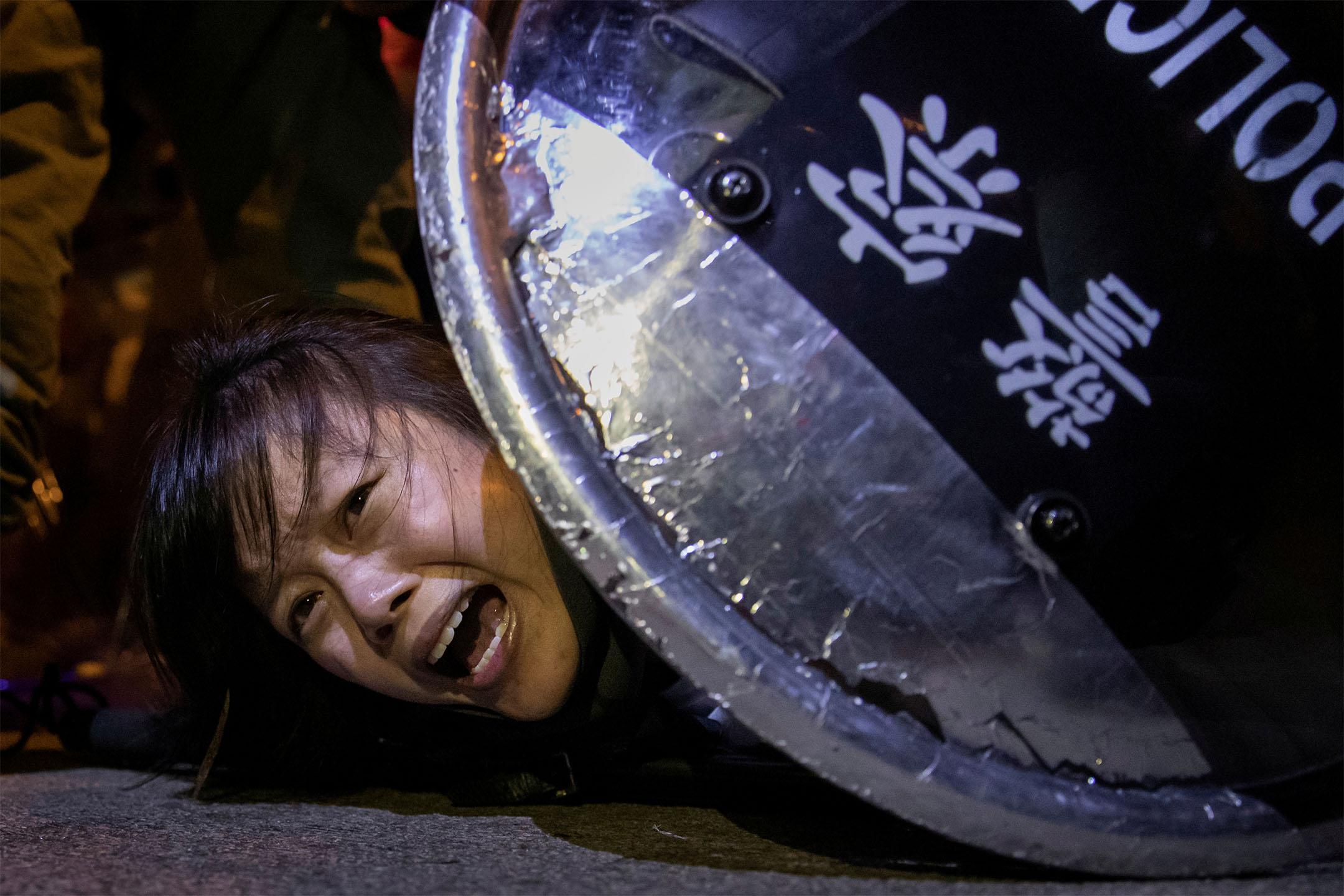 2019年9月2日香港旺角,警察與示威者之間發生衝突,一名抗議者被防暴警察拘捕。 攝:Tyrone Siu/Reuters/達志影像