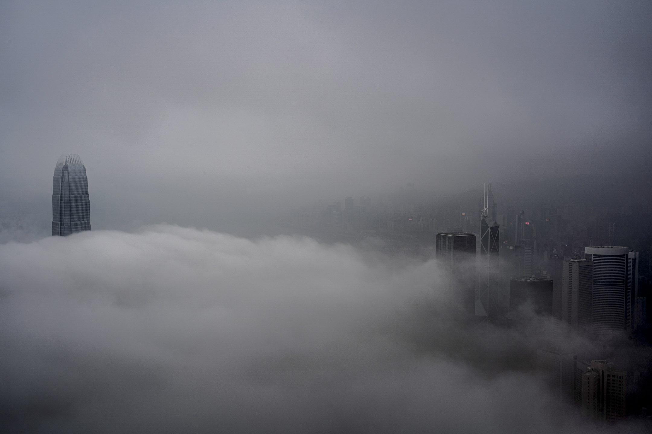 2020年3月21日,濃霧中的香港。 攝:林振東/端傳媒