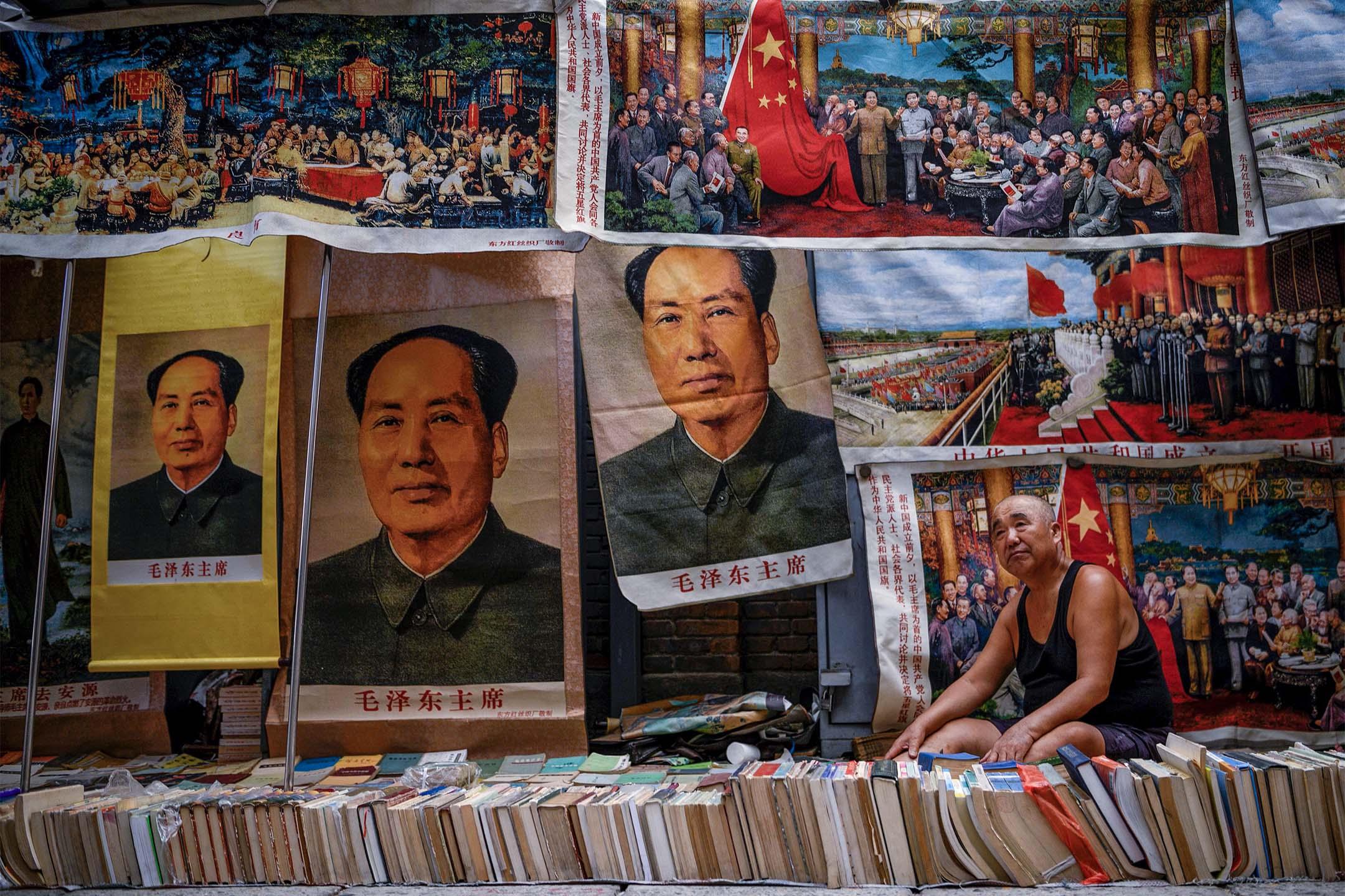 2019年9月7日北京古董市場,一些關於毛澤東書籍和紀念品的攤販。 攝:Noel Celis/AFP via Getty Images