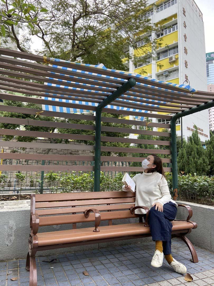 羅偉珊關注其選區的公共空間設計,她曾邀請藝術家盧樂謙及城市研究學者黃宇軒走遍選區角落,尋找適合一人讀書的空間。