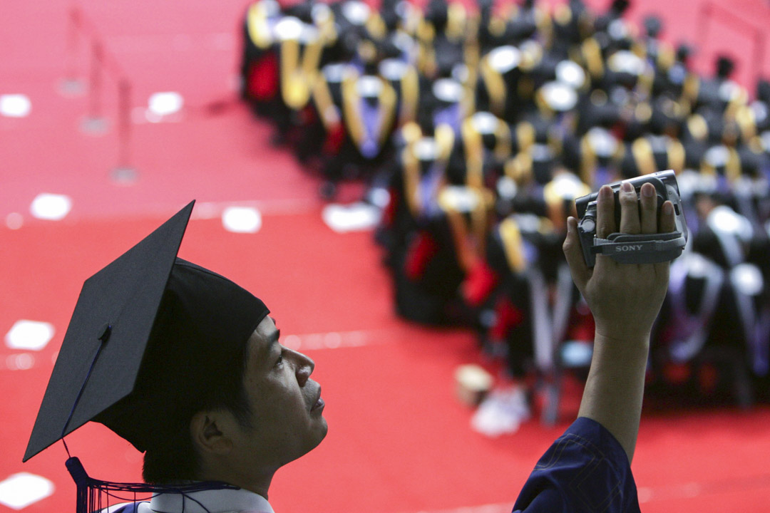 有消息指出清華大學新聞與傳播學院今年開始將不再招收本科生。圖為清華大學畢業禮。 攝:China Photos/Getty Images