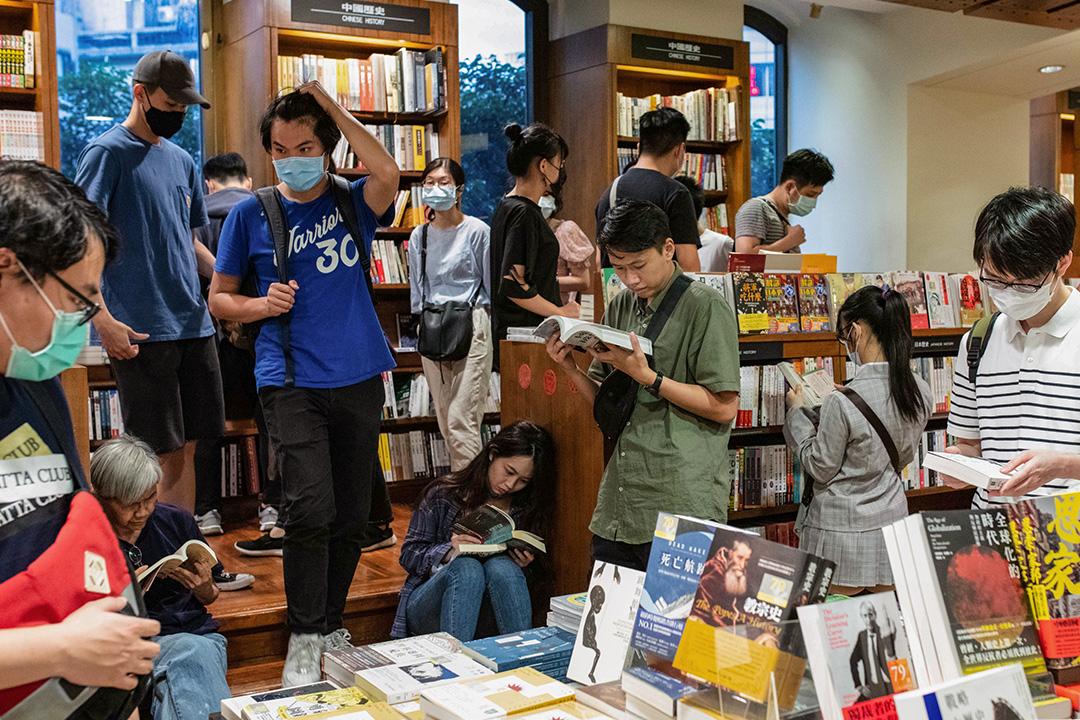 2020年5月30日敦南誠品,不少市民於結業前前來看書。