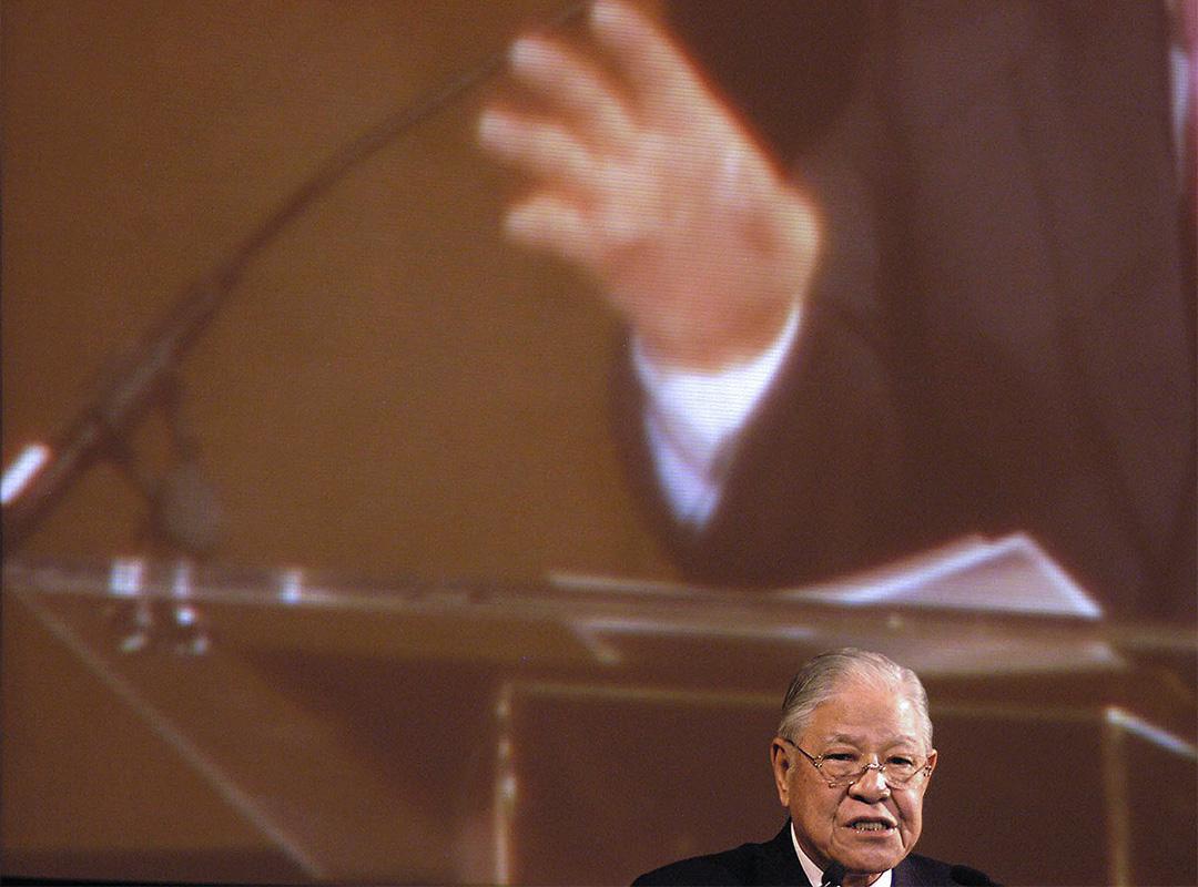 2005年10月16日美國紐約,前台灣總統李登輝在一台灣組織為他舉辦的晚宴上對台灣僑民發表講話。