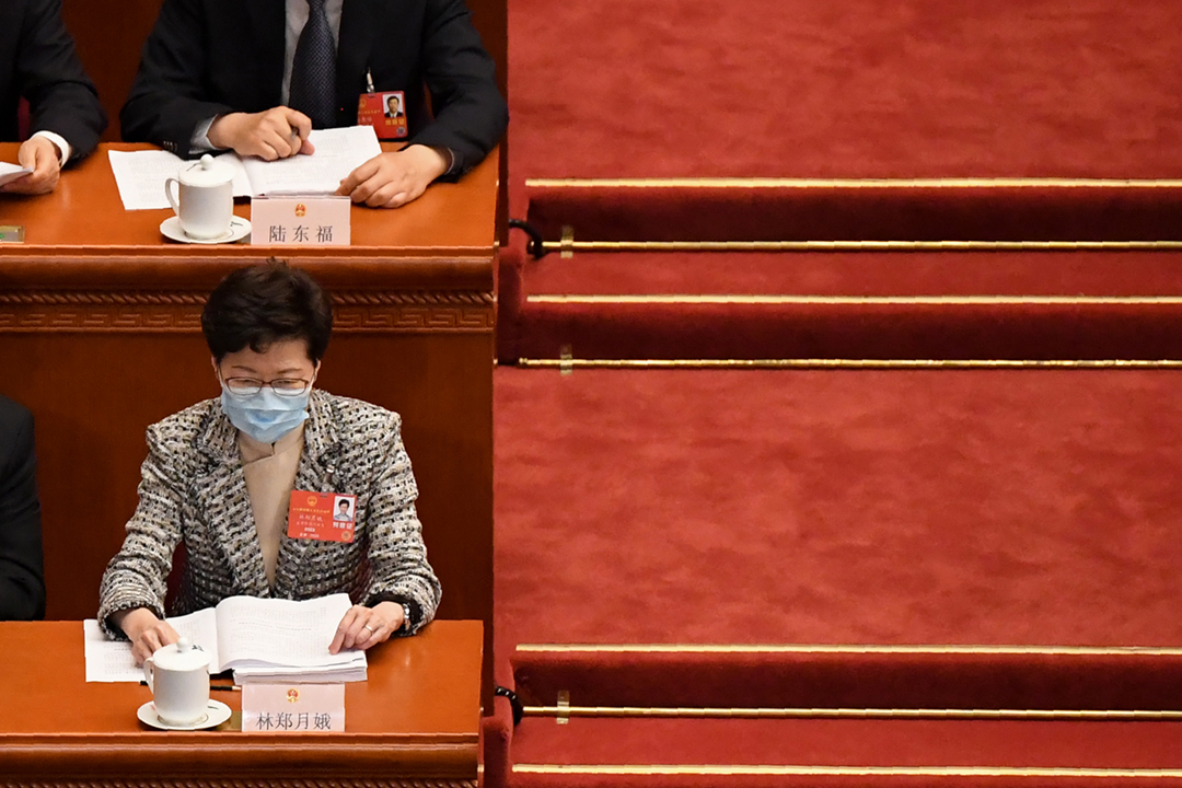 2020年5月22日在中國北京,香港特首林鄭月娥列席中國第13屆全國人民代表大會第三次會議開幕式。 攝:Leo Ramirez / AFP via Getty Images