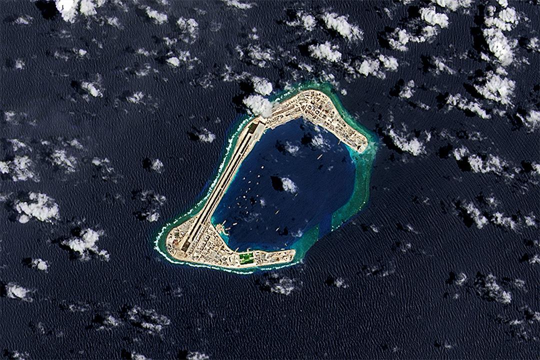 2016年9月4日南中國海蘇比礁,中國開發的一個人工島的衛星圖像。