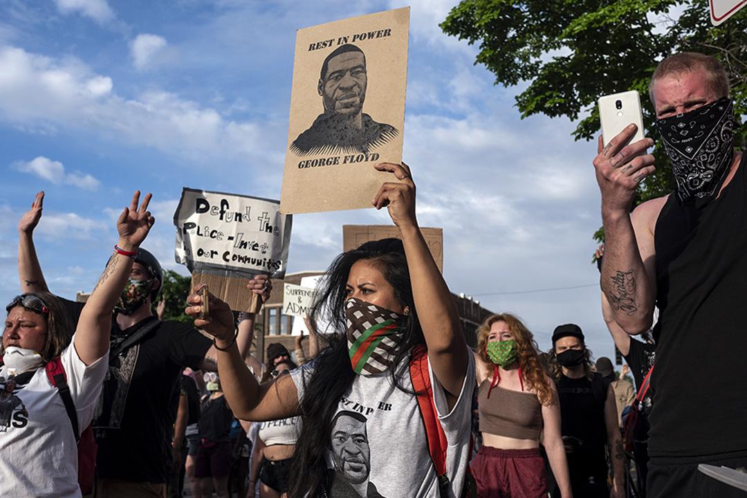 2020年5月27日美國明尼蘇達州阿波利斯市,示威者在第三警察區外抗議。