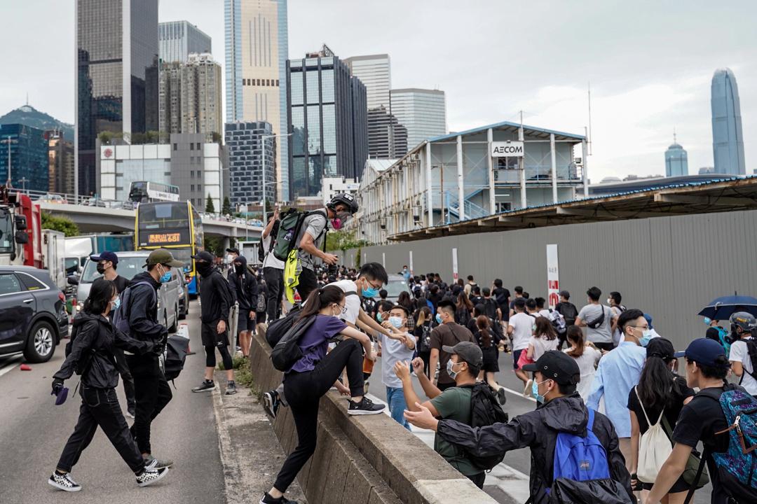 2020年5月24日,市民在香港島一帶發起反對國安法及國歌法遊行,遊行人士被防暴警驅散。