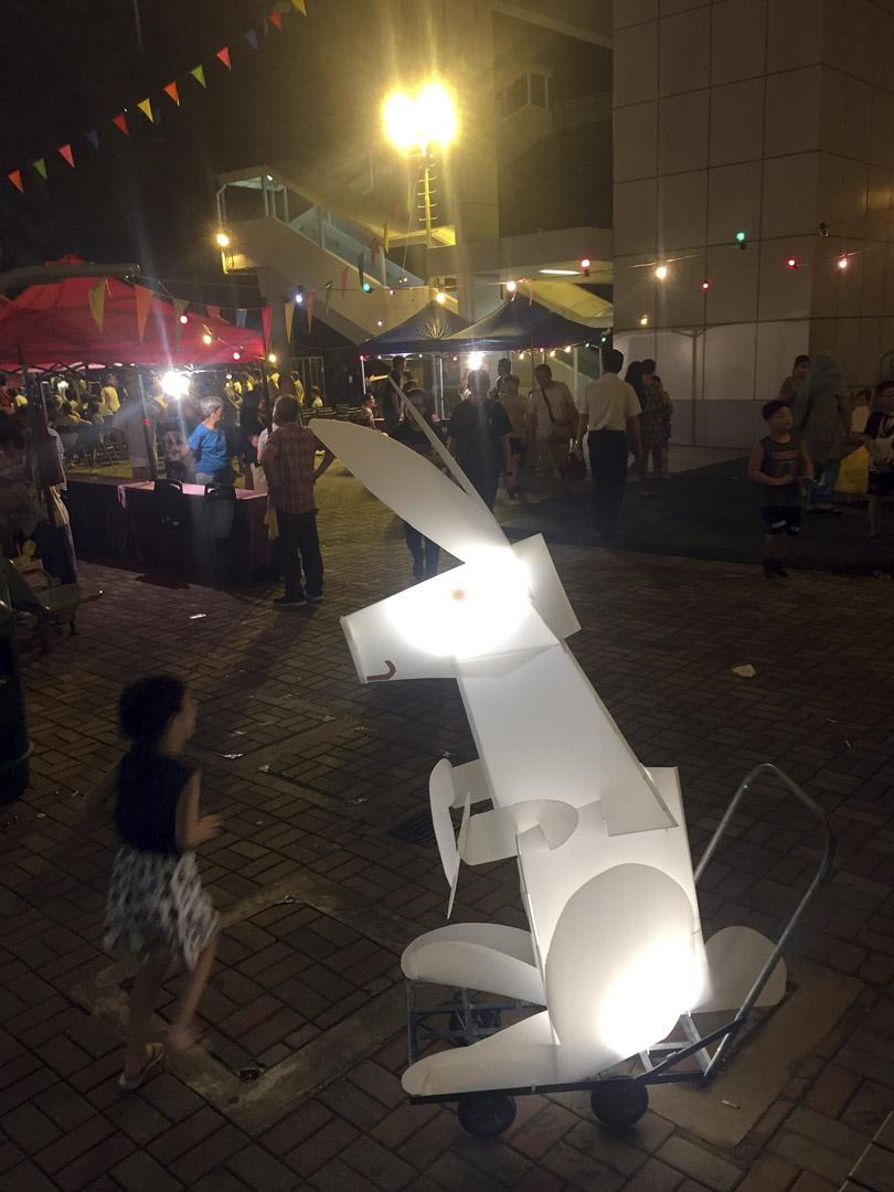玉免燈籠大受大人及孩子歡迎。對王天仁而言,藝術家有其手藝,利用「手藝」去包裝一個想法,是自然而然的事。