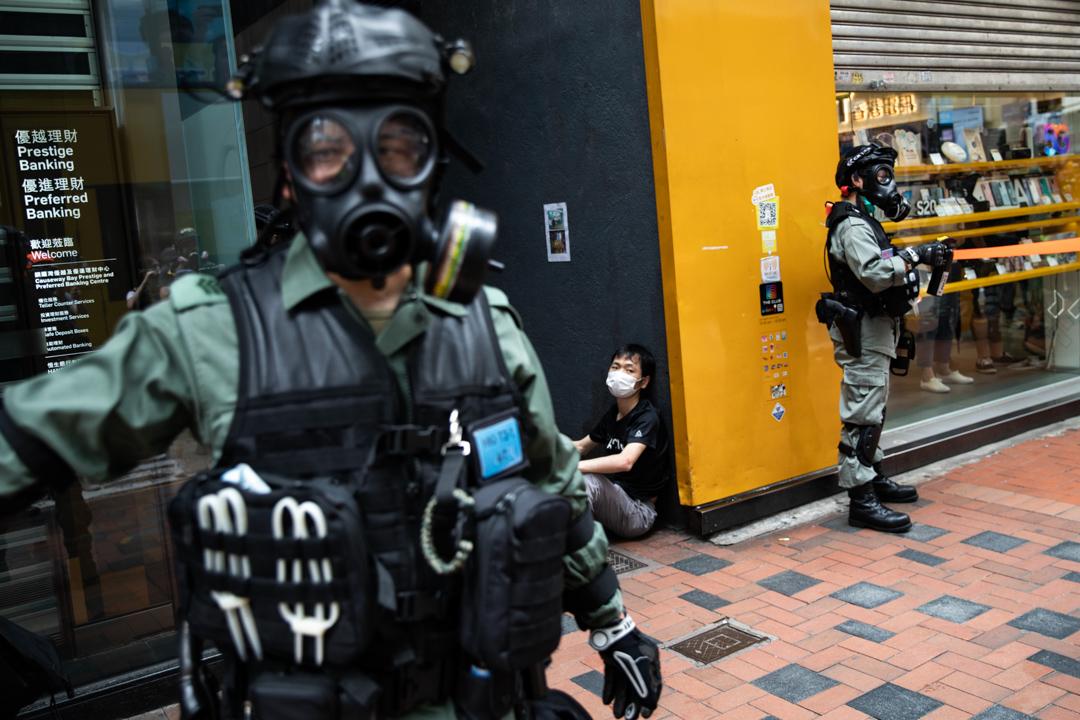 2020年5月24日,市民在香港島一帶發起反對國安法及國歌法遊行,防暴警拘捕遊行人士。
