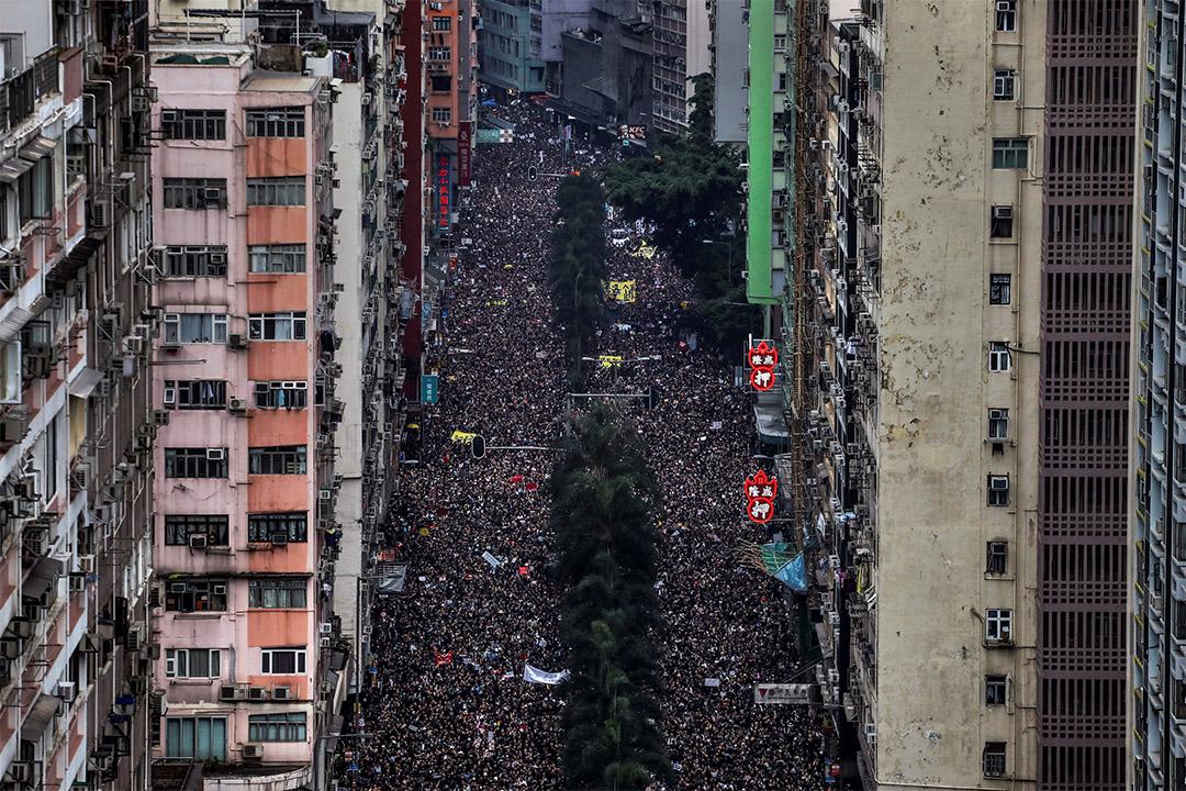 2019年6月16日,數以十萬計的抗議者在香港街頭遊行,要求林鄭月娥下台並撤回逃犯條例。