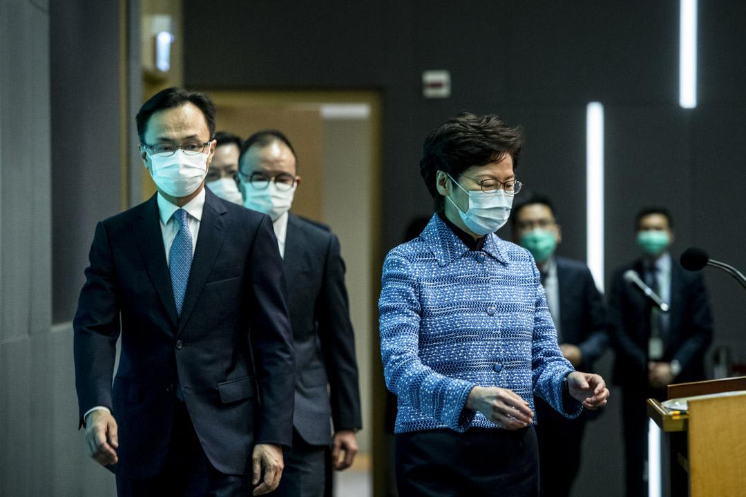 2020年4月22日,林鄭月娥率領新官員,包括公務員事務局局長聶德權及另外四名新局長見記者。