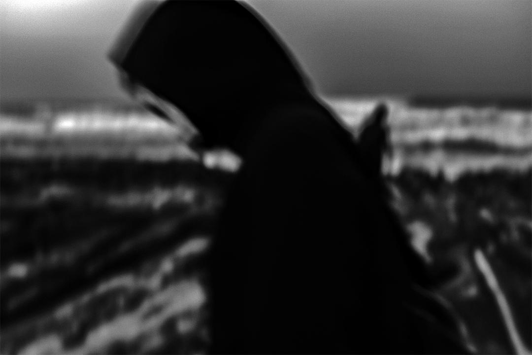 2020年4月13日新北老梅石槽,由於疫情一些市民選擇戴上口罩到郊外放風消閒。
