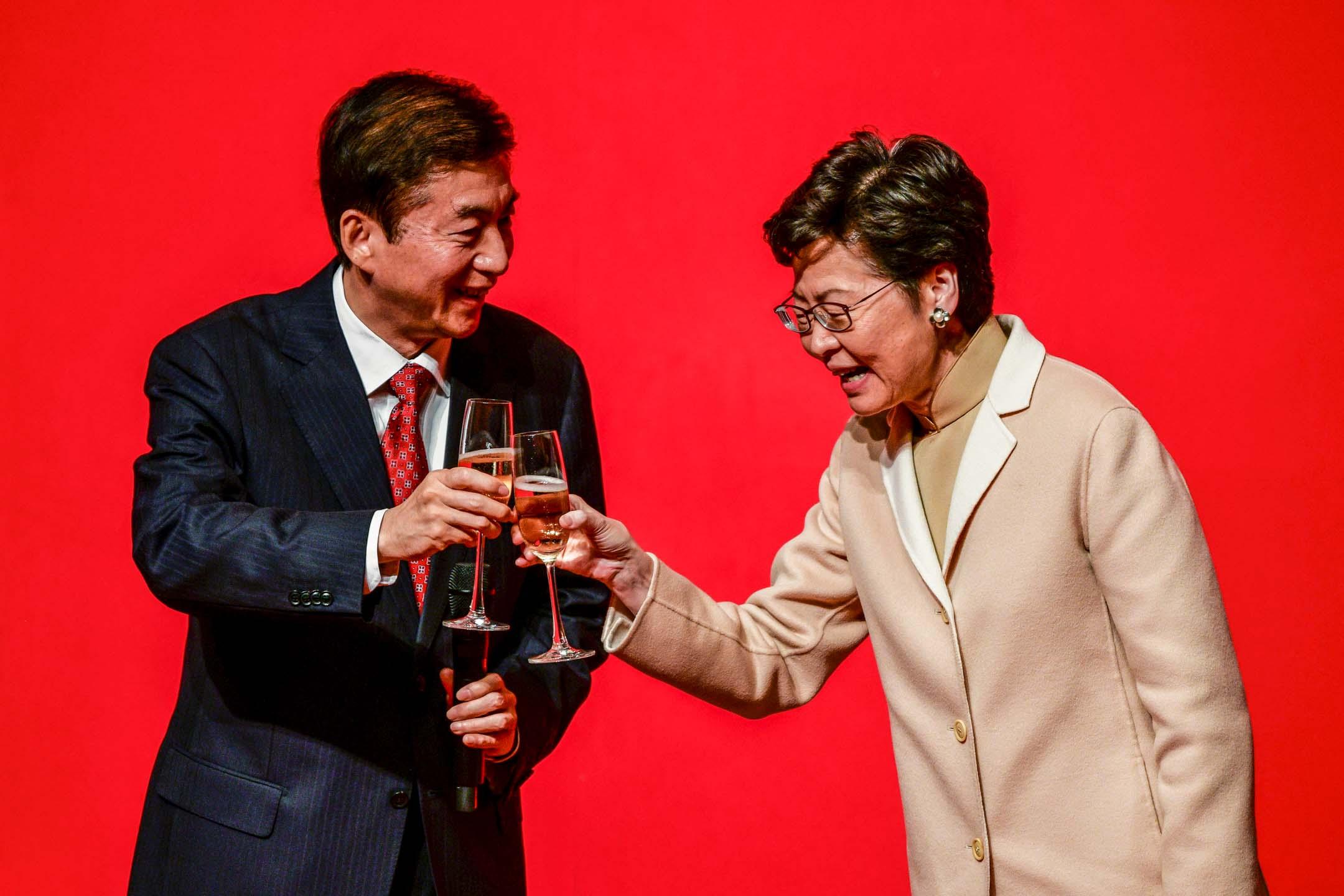 2020年1月15日,中聯辦新春酒會,中聯辦主任駱惠寧與特首林鄭月娥。 攝: Isaac Lawrence/AFP via Getty Images