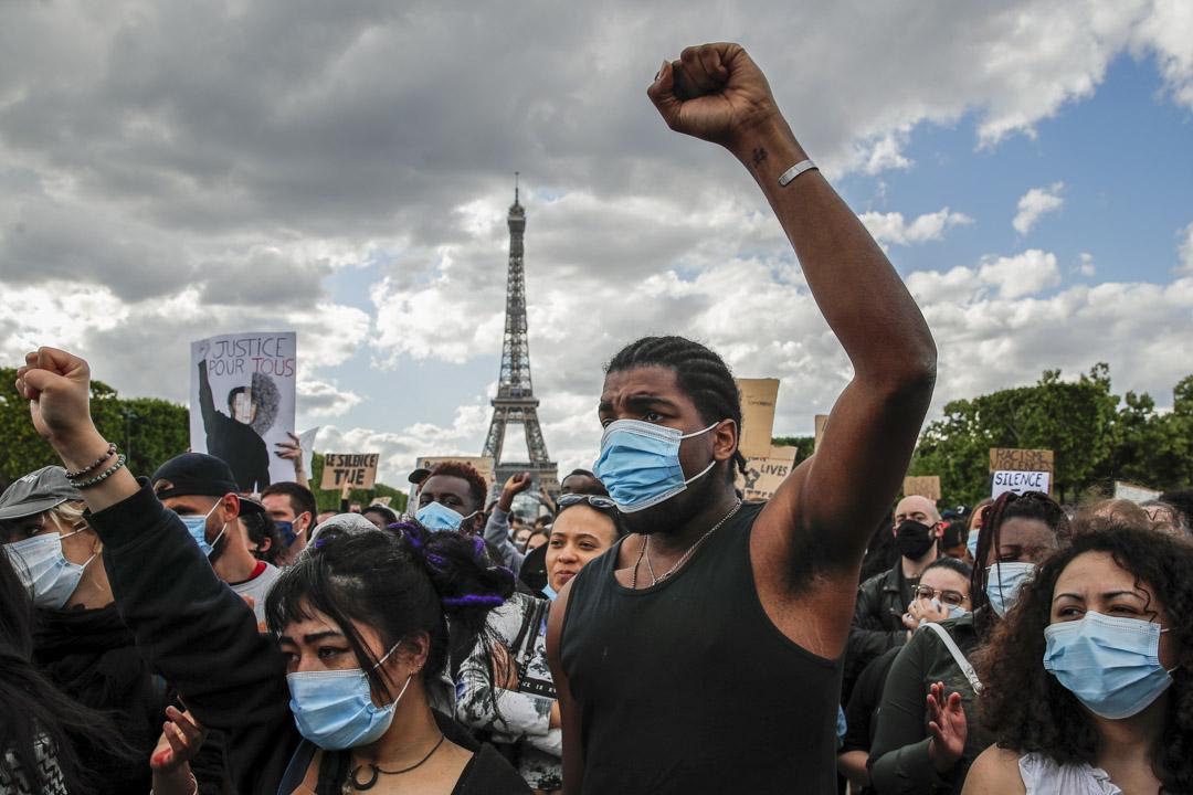 2020年6月6日,法國巴黎的民眾上街聲援美國示威。