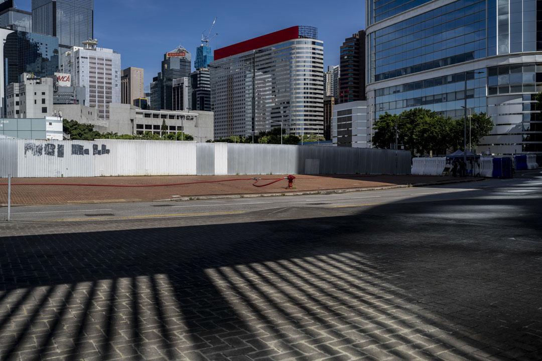 2020年6月30日。香港,「港區國安法」經全國人大常委表決通過,特首林鄭月娥隨後宣布,「港區國安法」會在這天稍後生效。