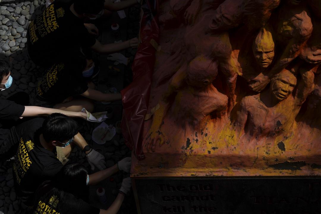 2020年6月4日,香港大學學生會洗刷國殤之柱。
