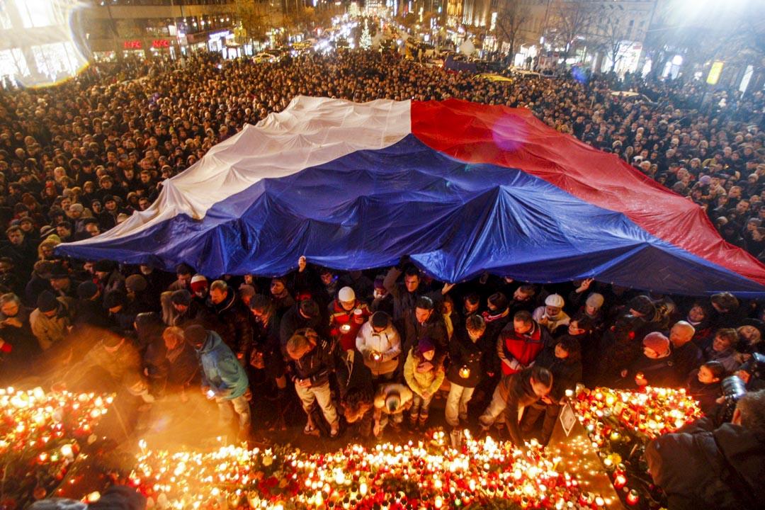 2011年12月18日,大量捷克市民在街上悼念哈維爾(Vaclav Havel)的逝世。