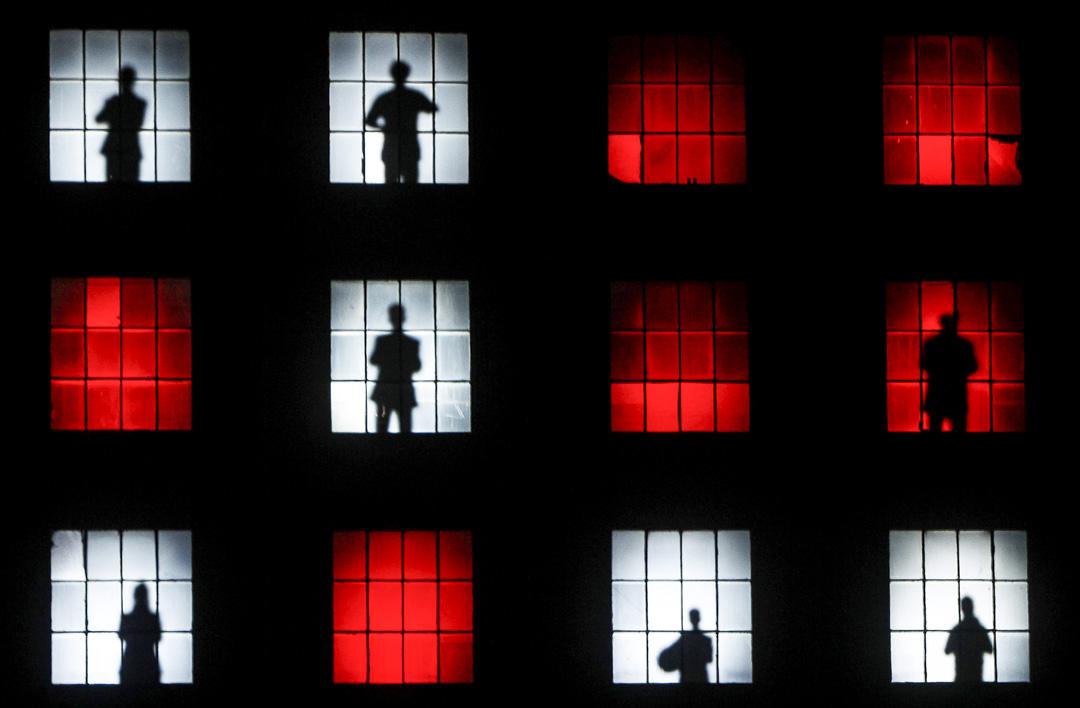 2010年8月31日,藝術家Robert Wilson在波蘭策劃一個關於共產主義在波蘭倒台三十年的藝術表演。 攝:Czarek Sokolowski/AP/達志影像