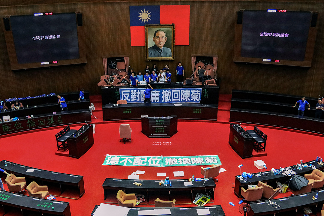 2020年6月29日台北,國民黨的二十多名議員佔領台北立法院。 攝:Ann Wang/Reuters/達志影像