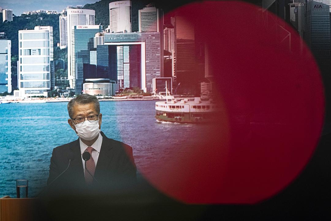 2020年6月10日香港,財政司司長陳茂波就政府投資國泰航空召開記者會。 攝:陳焯煇/端傳媒