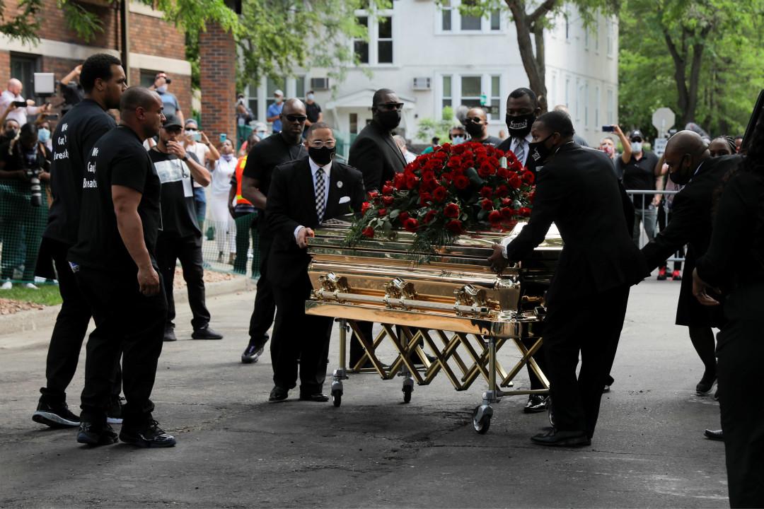 2020年6月4日,美國明尼蘇達州尼阿波利斯市(Minneapolis)舉行喬治·弗洛伊德(George Floyd)追悼會。 攝:Lucas Jackson/Reuters