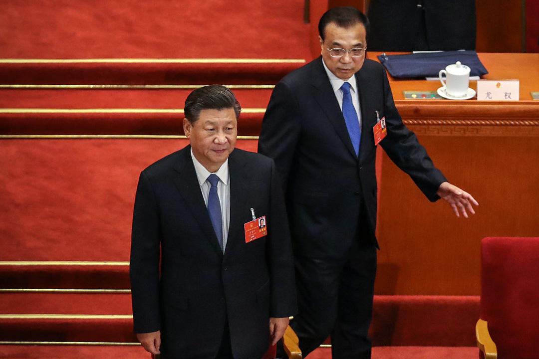 2020年5月25日北京,中國國家主席習近平和中國國務院總理李克強在全國人民代表大會第二次全體會議開始時進場。