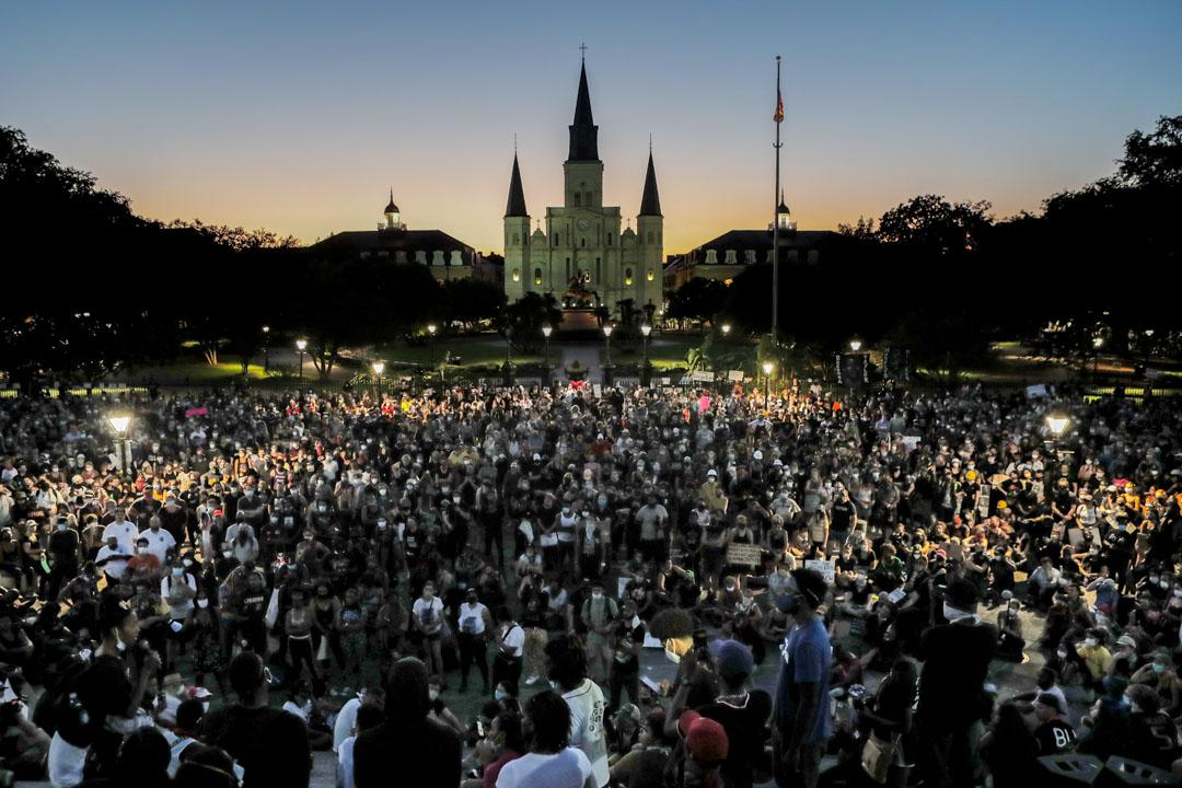 2020年6月5日,美國紐奧良的群眾聚集抗議警方殺害弗洛伊德。