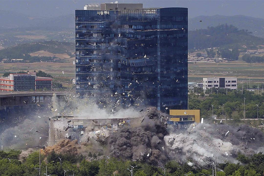 2020年6月16日,北韓政府拆除開城的一座朝韓聯絡處大樓。