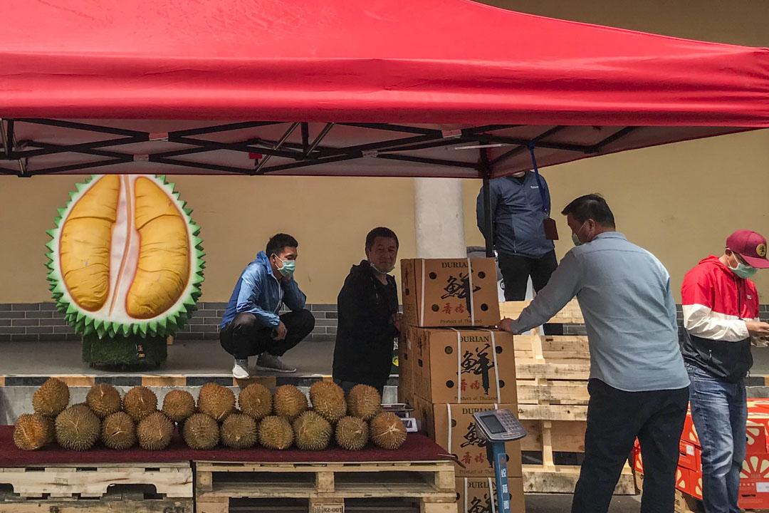 2020年5月5日,北京新發地市場的一個水果批發檔位。