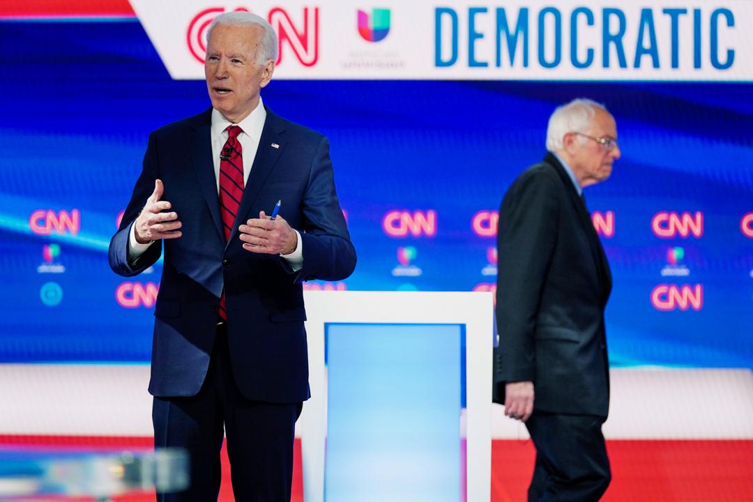 2020年3月15日,民主黨總統候選人拜登與初選參選人桑德斯同台參與選舉辯論節目。