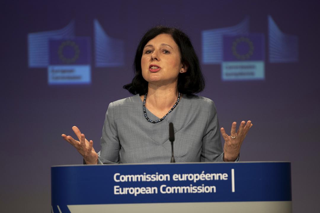 2020年6月10日在歐盟位於比利時布魯塞爾的總部,歐盟委員會副主席堯羅娃(Věra Jourová)點名批評中國及俄羅斯在疫情期間散播虛假訊息。 攝:Francisco Seco / Pool via Reuters