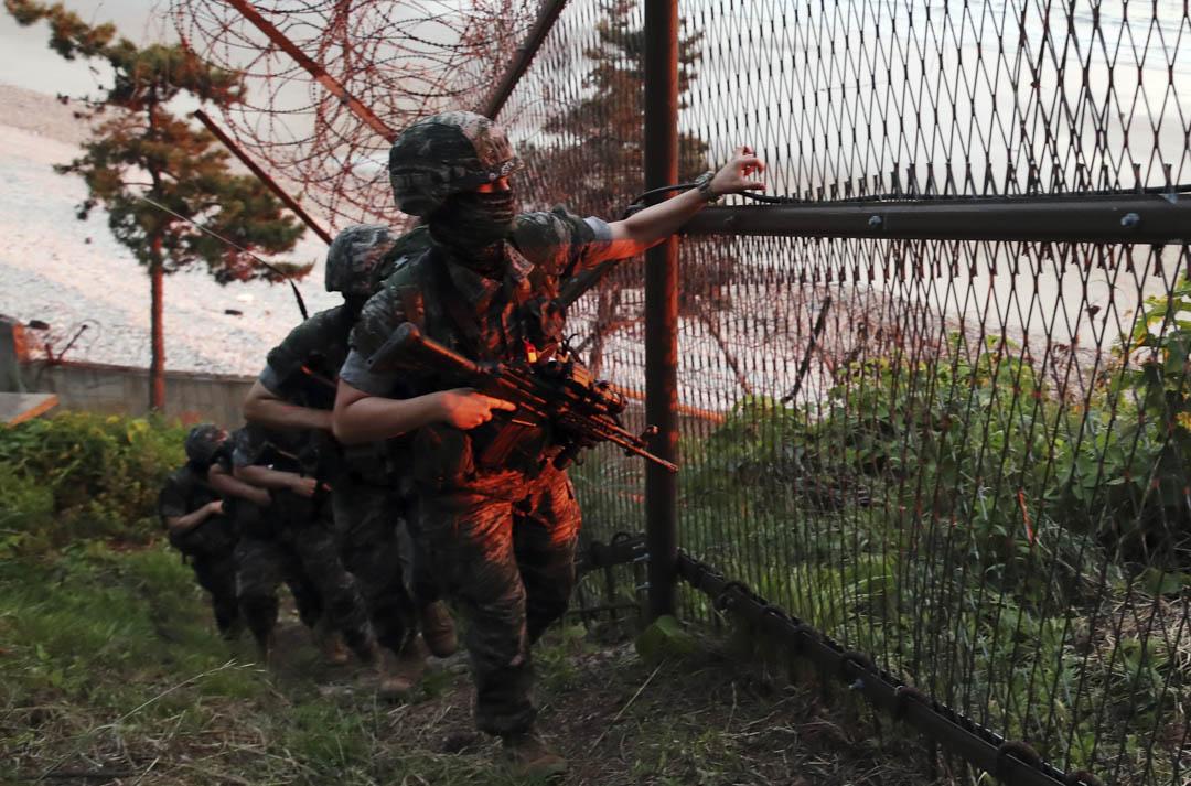 2020年6月16日,南韓海陸戰隊在南韓延坪島巡邏。