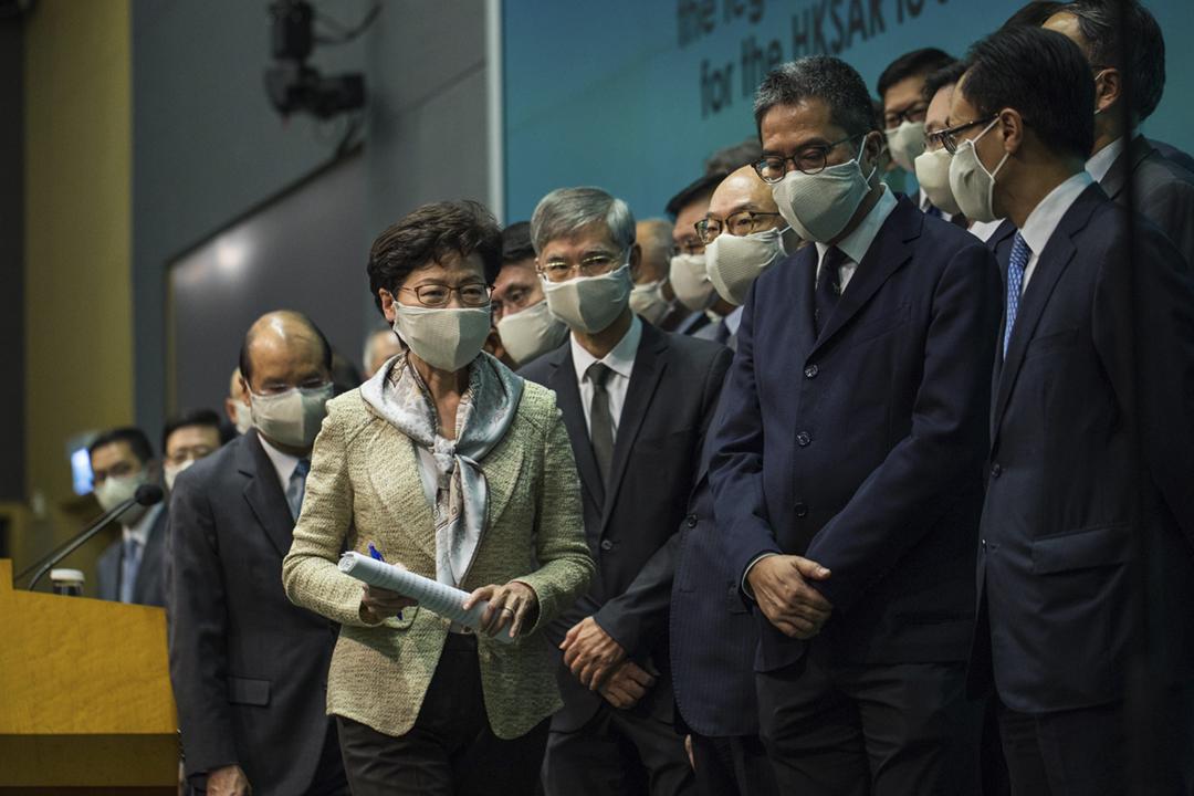 2020年5月23日,香港特首林鄭月娥率領港府主要官員會見傳媒,表示全力支持制定「港區國安法」。 攝:陳焯煇 / 端傳媒