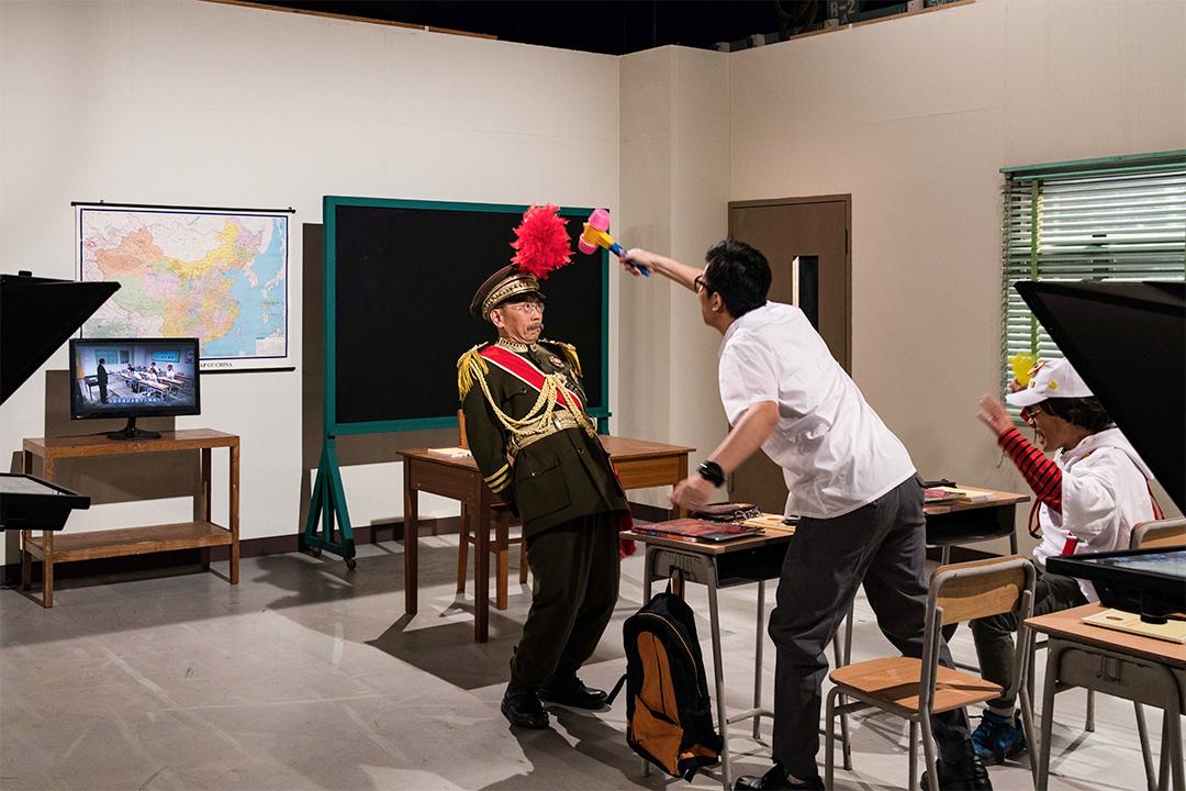 扮演大帥的吳志森與扮演黃之鋒的曾志豪在教室的場景內拍攝。