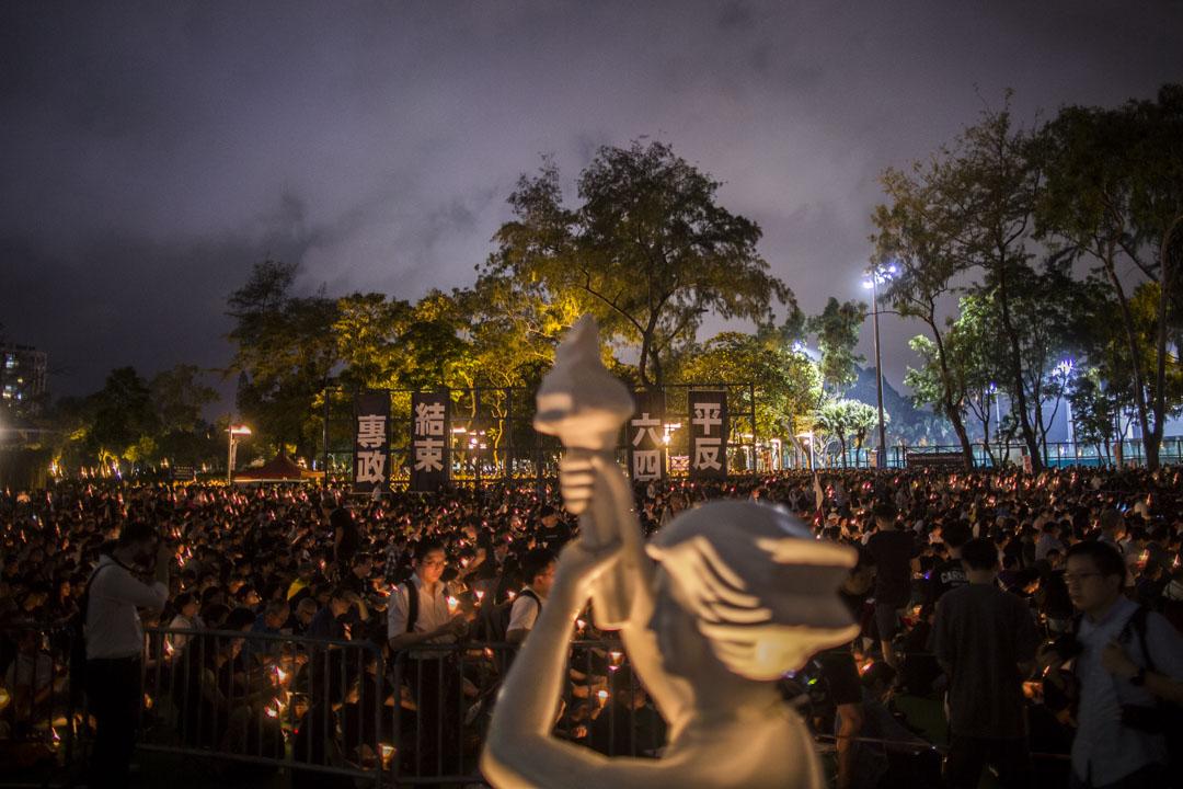 2019年6月4日,六四事年三十周年,維園燭光依然,主辦方公布集會人數高達18萬。 攝:林振東/端傳媒