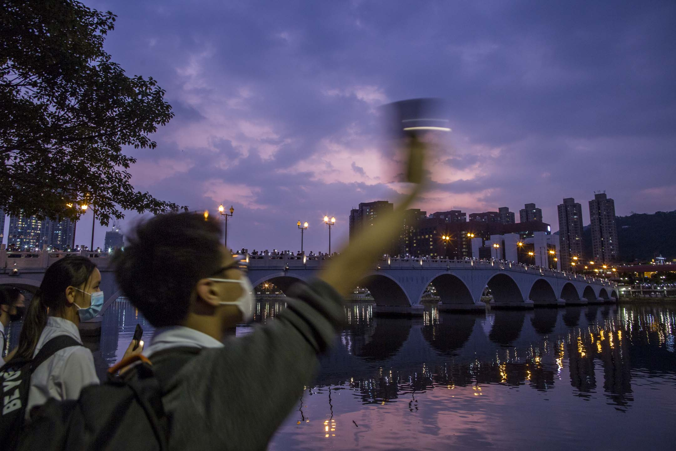 2019年9月19日,沙田區學界亦發起「沙田聯校人鏈」行動,區內多間中學學生將會手牽手築起人鏈,橫跨城門河,表達對五大訴求的堅持。  攝:林振東/端傳媒