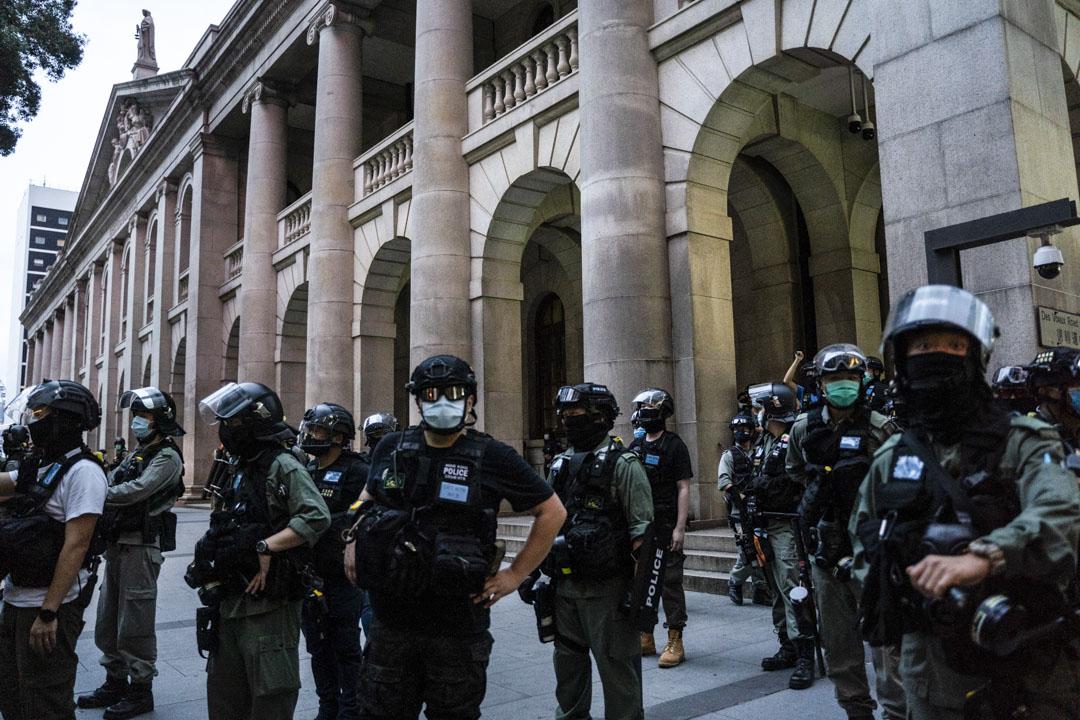 2020年6月9日,警察在終審法院前駐守。