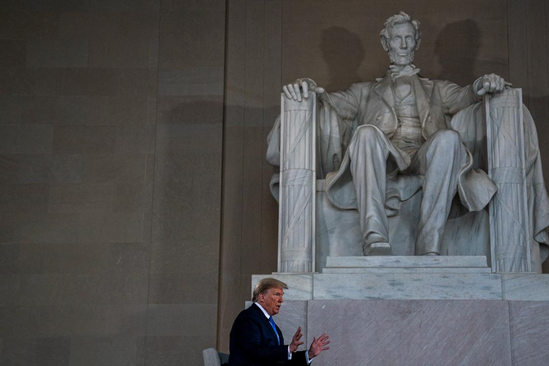 2020年5月3日,特朗普在林肯紀念堂接受訪問。