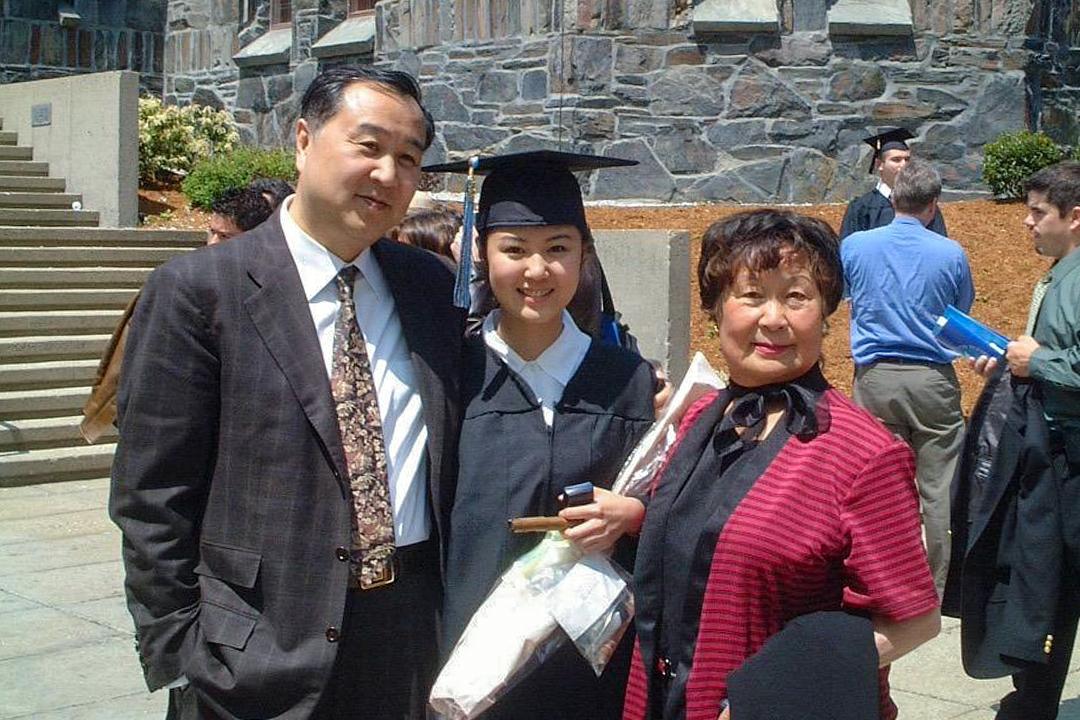 左起,袁弓夷、女兒袁彌明和袁弓夷母親。