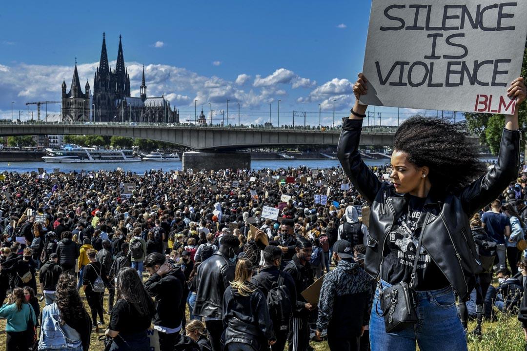 2020年6月6日,德國科隆的民眾響應美國示威者,上街抗議種族歧視。