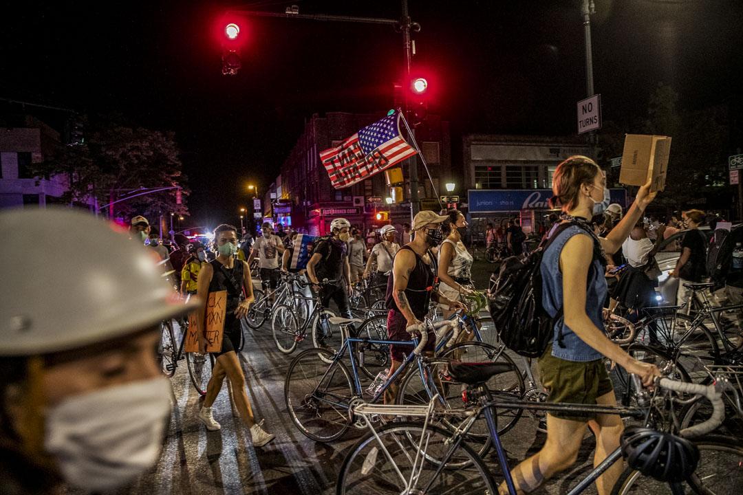 2020年6月6日,美國紐約的示威者遊行抗議警方殺害弗洛伊德。