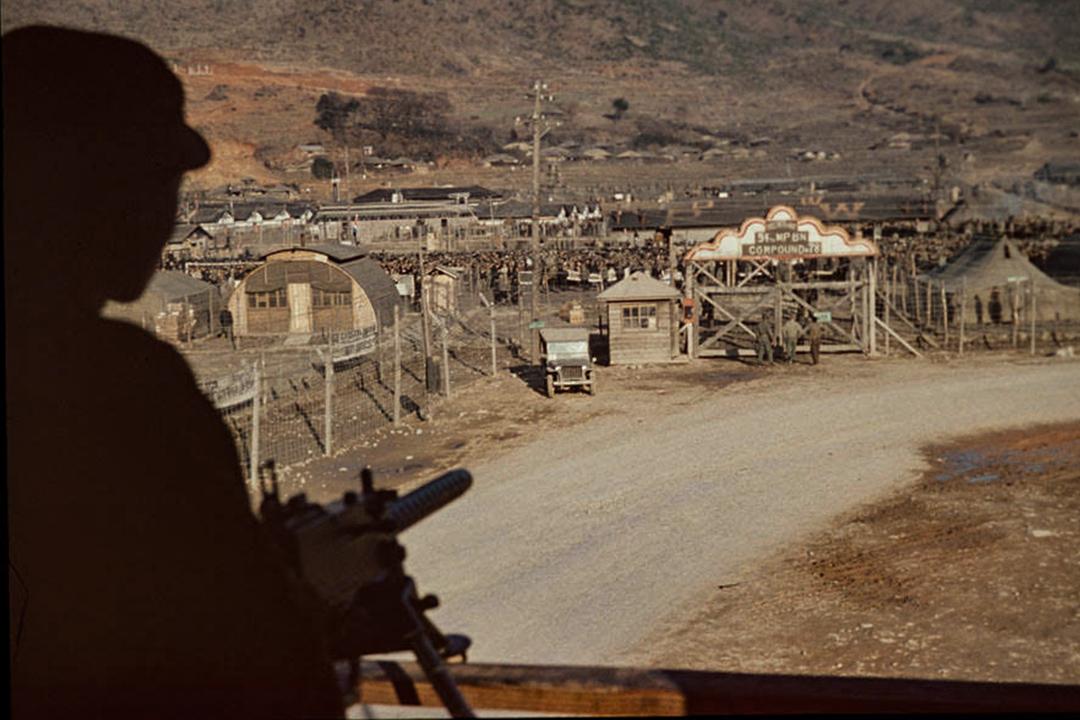 巨濟島上槍口下的戰俘營。