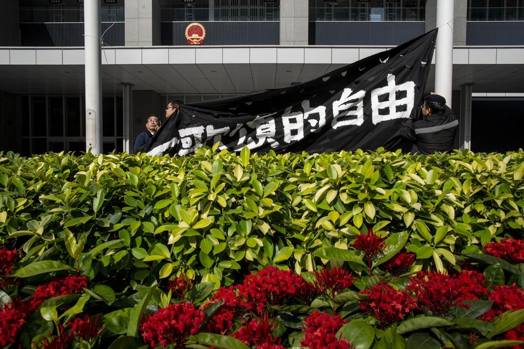 2019年1月23日,立法會對國歌條例草案進行首讀,香港眾志於政府總部外示威。