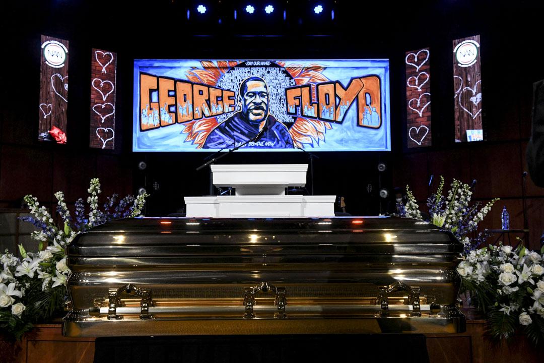 2020年6月4日,美國明尼蘇達州阿波利斯市,喬治·Floyd(George Floyd)的棺木在追悼會上展出。