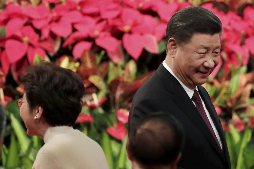 2019年12月20日,國家主席習近平和香港行政長官林鄭月娥出席澳門回歸20周年慶典。 攝: Jason Lee/Reuters/達志影像
