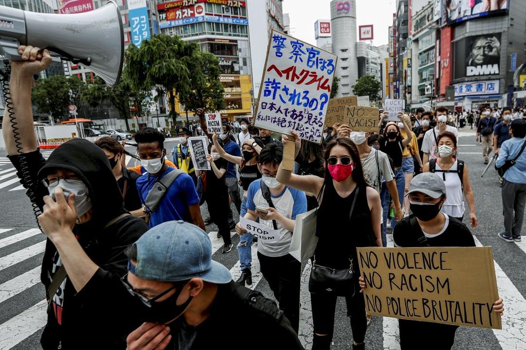 2020年6月6日,日本東京的民眾上街聲援美國示威。