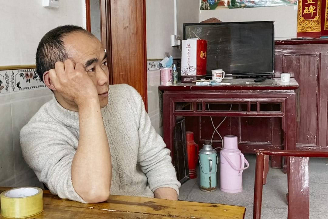 鄢小文在鄢家村的家中。